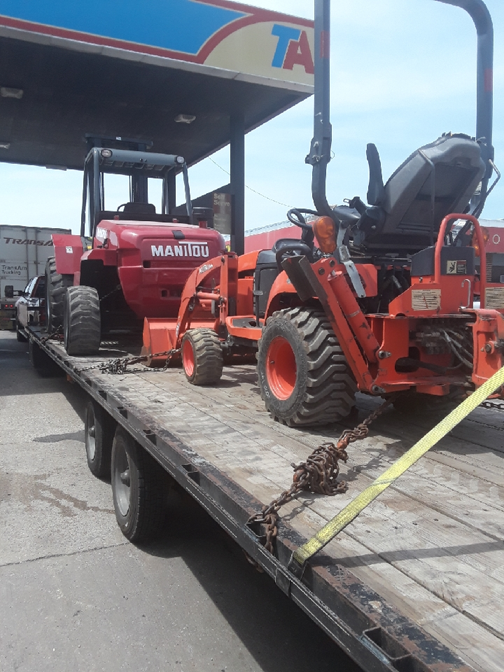 Kubota BX25DLB tractor being transported
